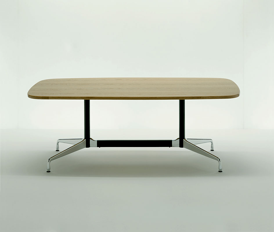Eames table 2 mobilier int rieurs for Mobilier eames