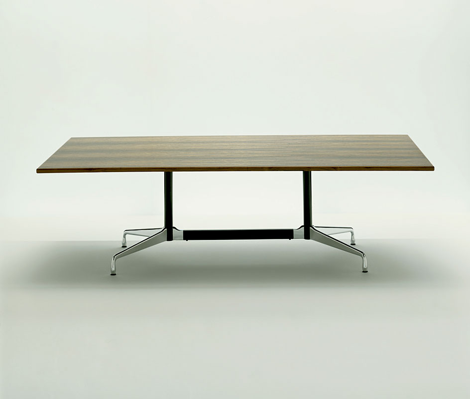 Eames tables mobilier int rieurs for Mobilier eames